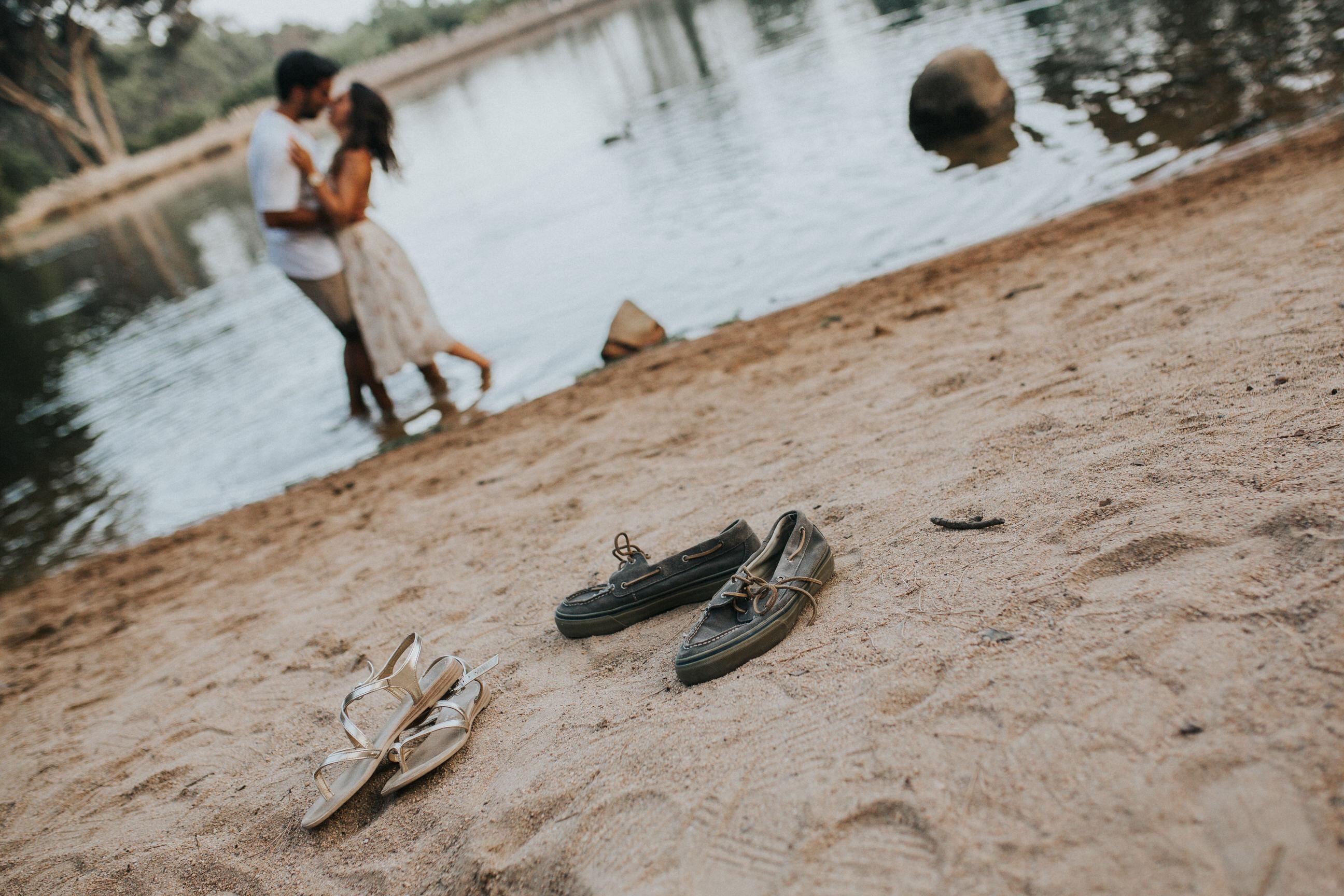 21 Cristiana&André-engagement-love-session-solteiros-noivado-foto-natural-Filipe-Santiago-Fotografia-Lisboa-Sintra-Mafra-Malveira-natural-Fotografos-shoes-sapatos
