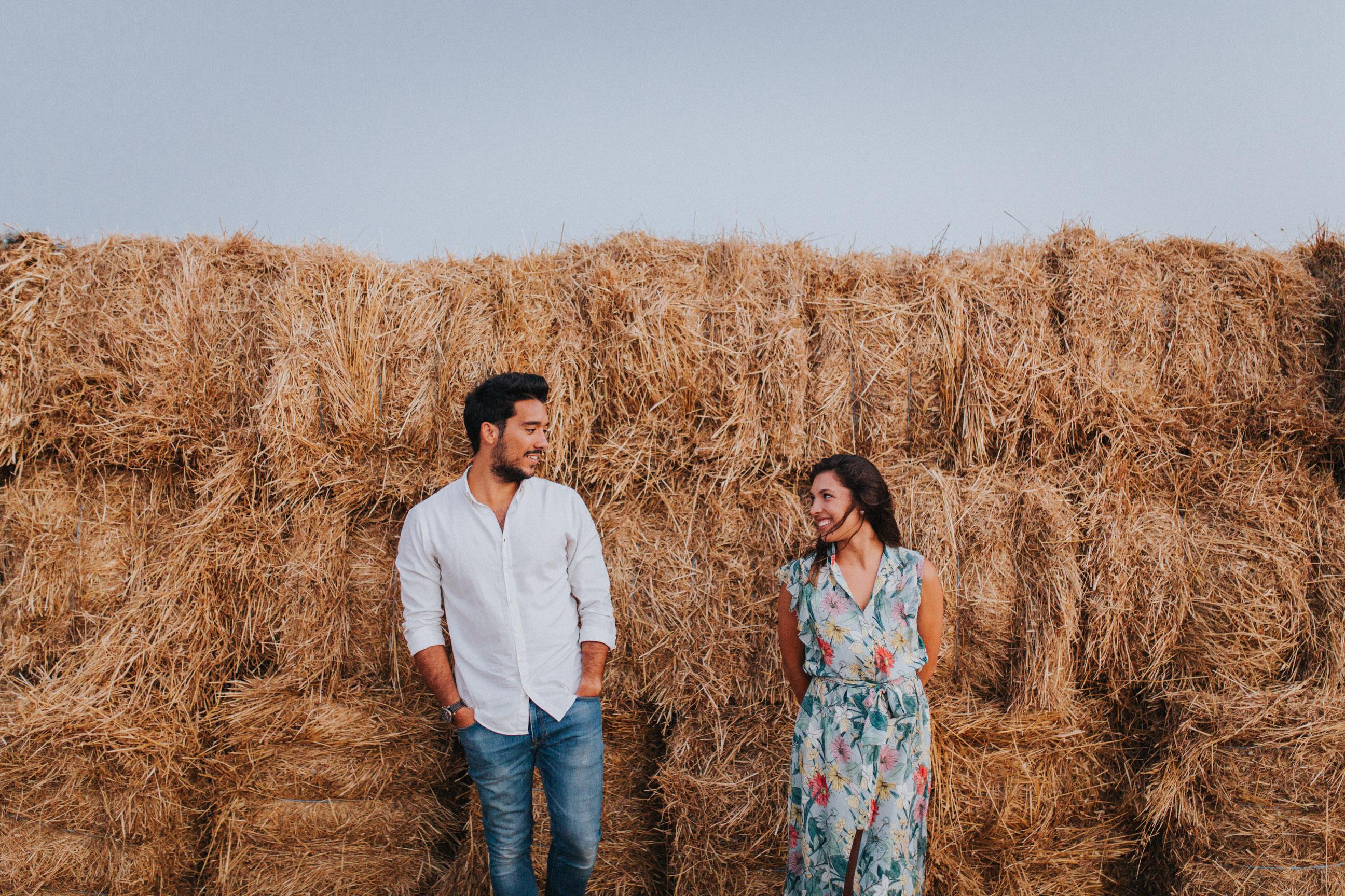 38 Cristiana&André-engagement-love-session-solteiros-noivado-foto-natural-Filipe-Santiago-Fotografia-Lisboa-Sintra-Mafra-Malveira-Torres-Vedras-Fotografos-palha-campo