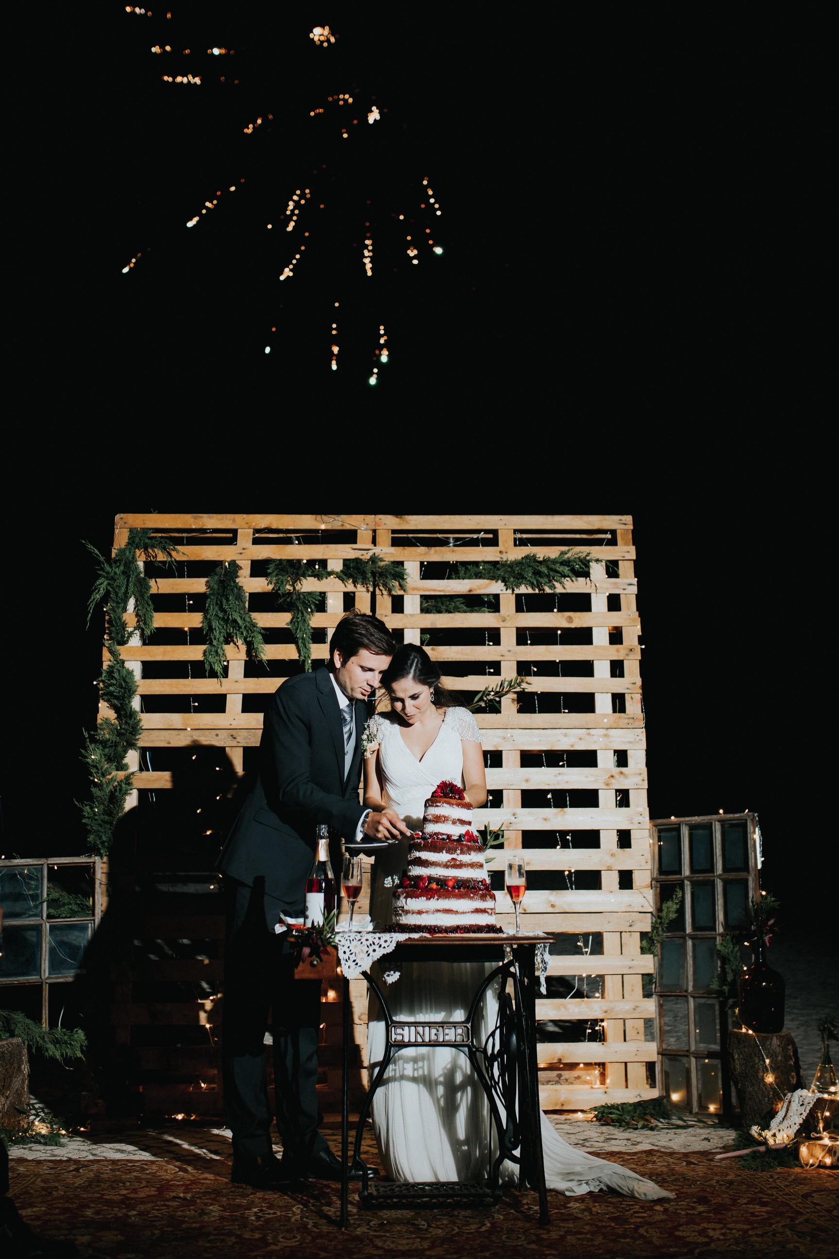 Casamento-Rustico-Bucelas-boho-chic-vestidos-dress-venue-Portugal-wedding-decor-cerimonia-quintas-perto-de-lisboa-sparkles-cake-corte-do-bolo-fireworks-fogo-de-artificio