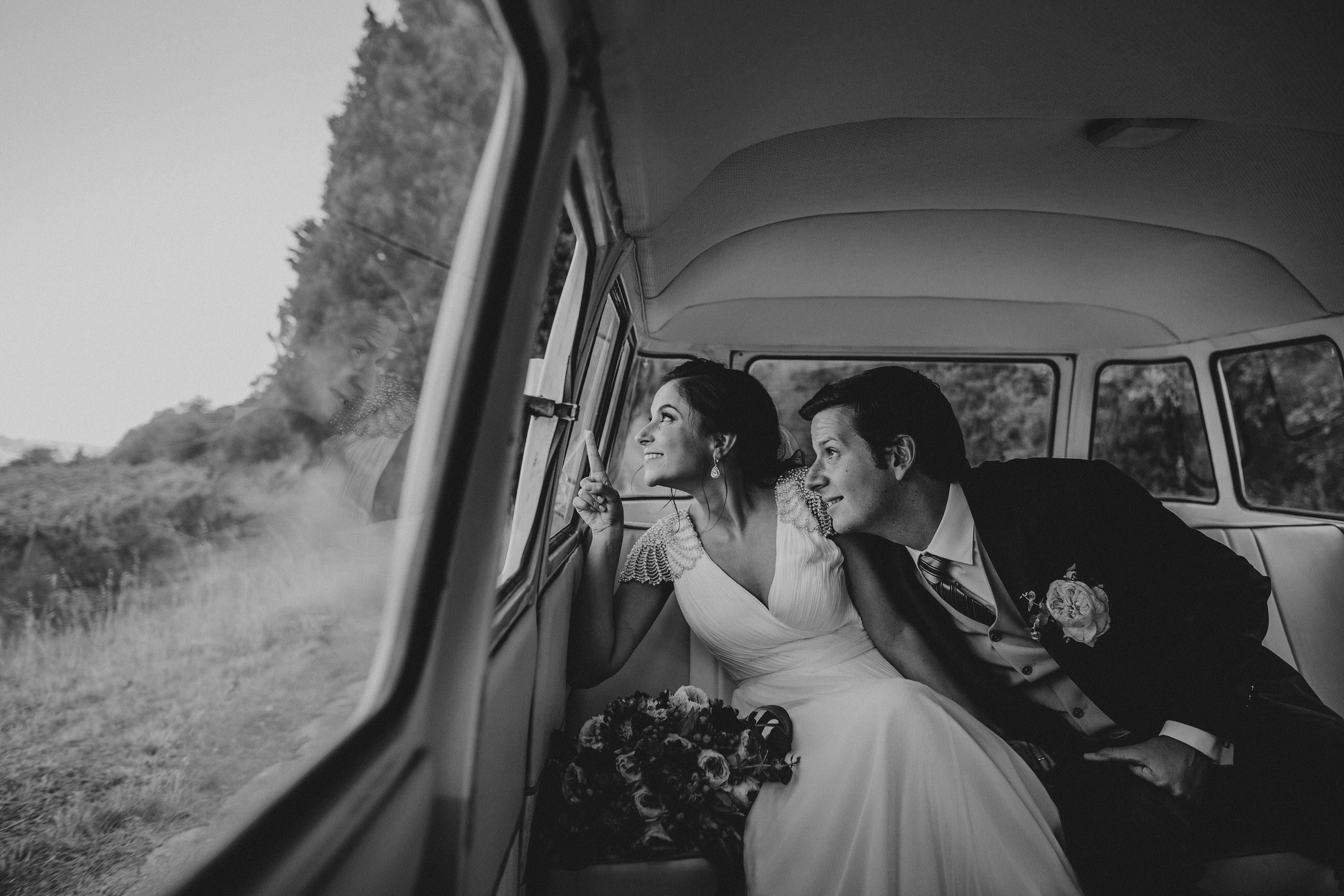 Casamento-Rustico-Bucelas-santo-antao-do-tojal-boho-chic-vestidos-dress-venue-Portugal-wedding-saida-church-cerimonia-quintas-perto-de-lisboa-transporte-carro-pao-de-forma-original-vintage