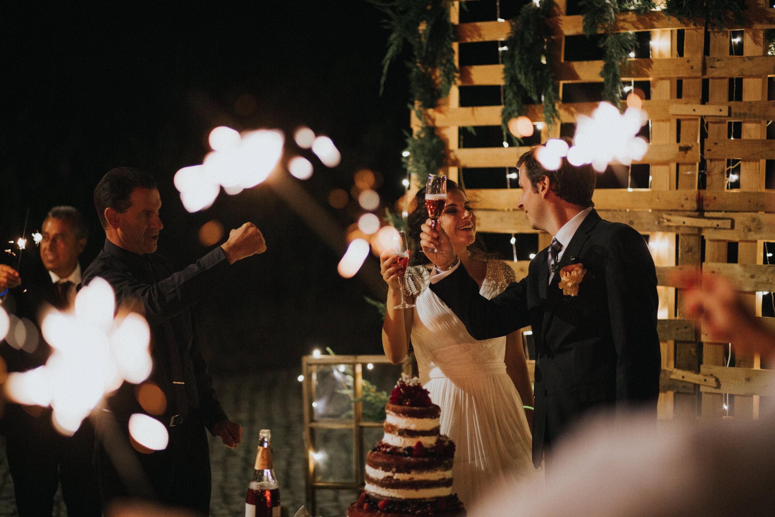 Casamento-Rustico-Bucelas-boho-chic-vestidos-dress-venue-Portugal-wedding-decor-cerimonia-quintas-perto-de-lisboa-fotografos-lisboa-ideas-session-vineyard-melhores-fotografos-portugal-wedding-cake-bolo de casamento-abertura-noivos-