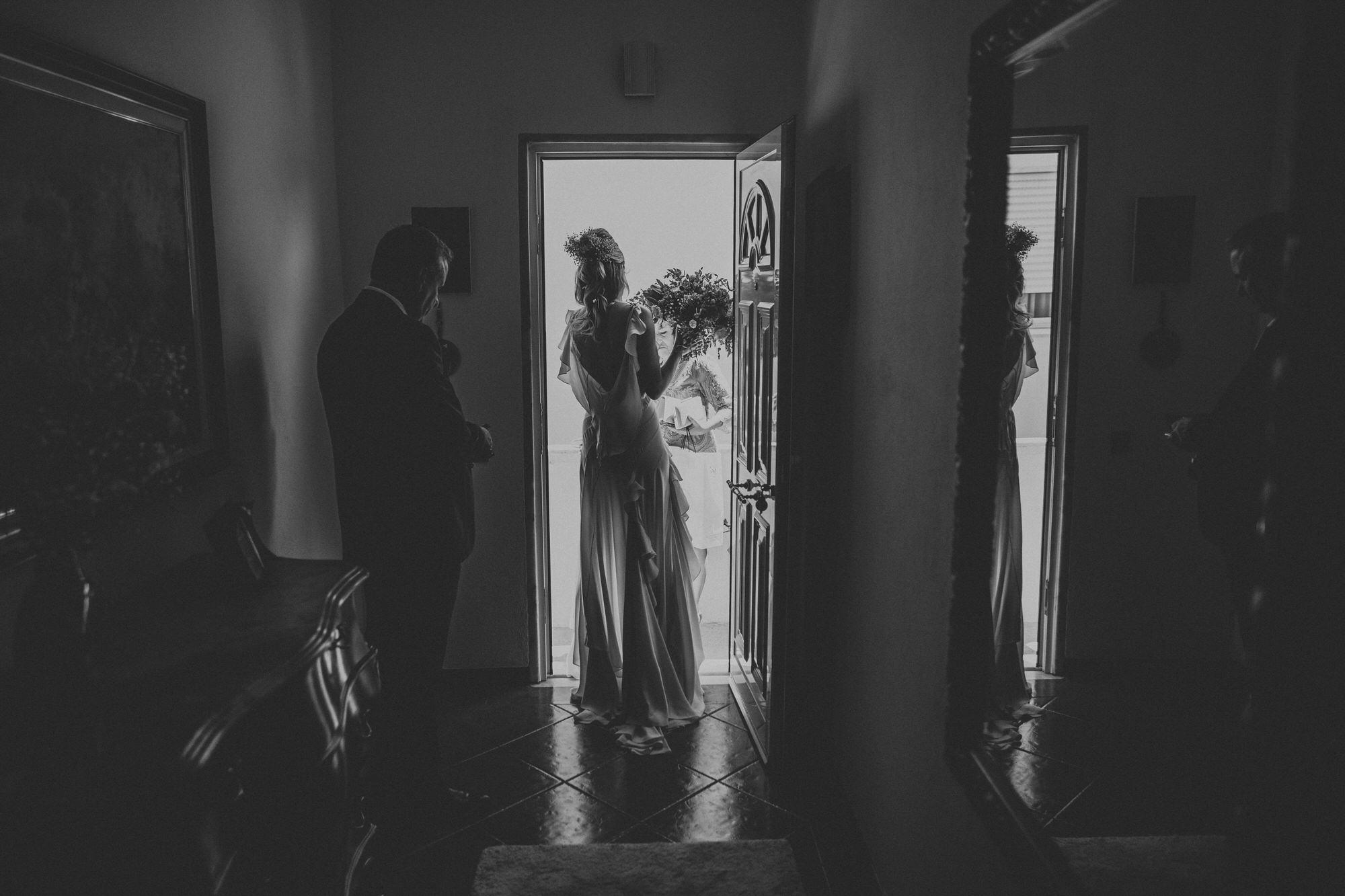 Filipe Santiago Fotografia-fotografo-malveira-lisboa-cascais-mafra-melhores-reportagem-wedding-photography-portugal-lisbon-best-natural-casamentos-lifestyle-bride-ideias-rustic-boho-hair-mackup-damas-preparativos-preparations-bridemaids-dress-shoes-bouquet-door