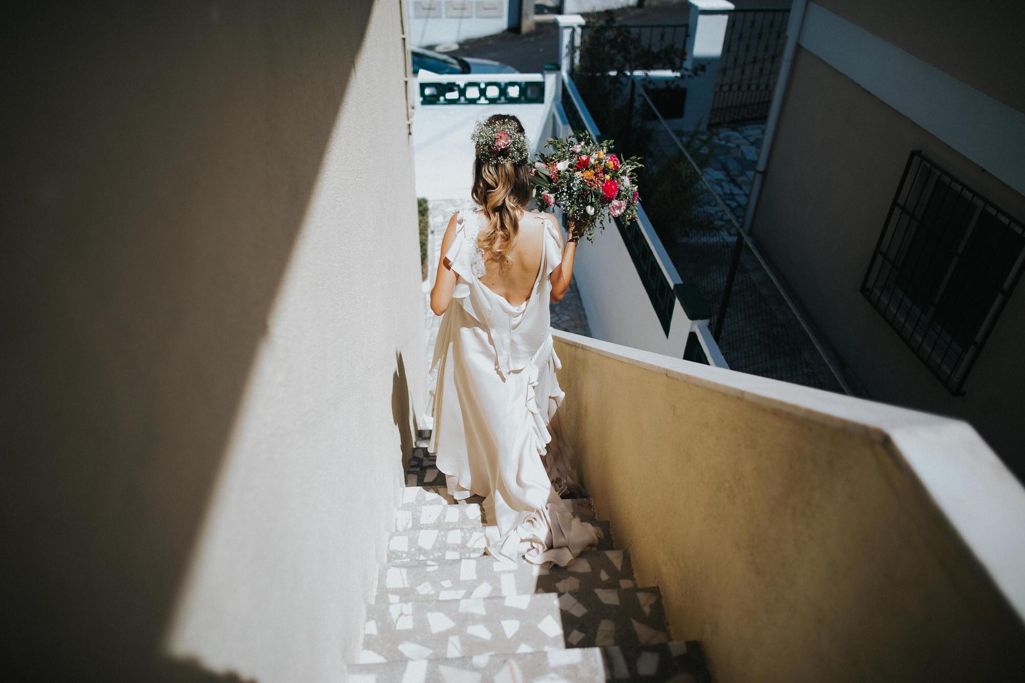 Filipe Santiago Fotografia-fotografo-malveira-lisboa-cascais-mafra-melhores-reportagem-wedding-photography-portugal-lisbon-best-natural-casamentos-lifestyle-bride-ideias-rustic-boho-hair-mackup-damas-preparativos-preparations-bridemaids-dress-shoes-bouquet-back