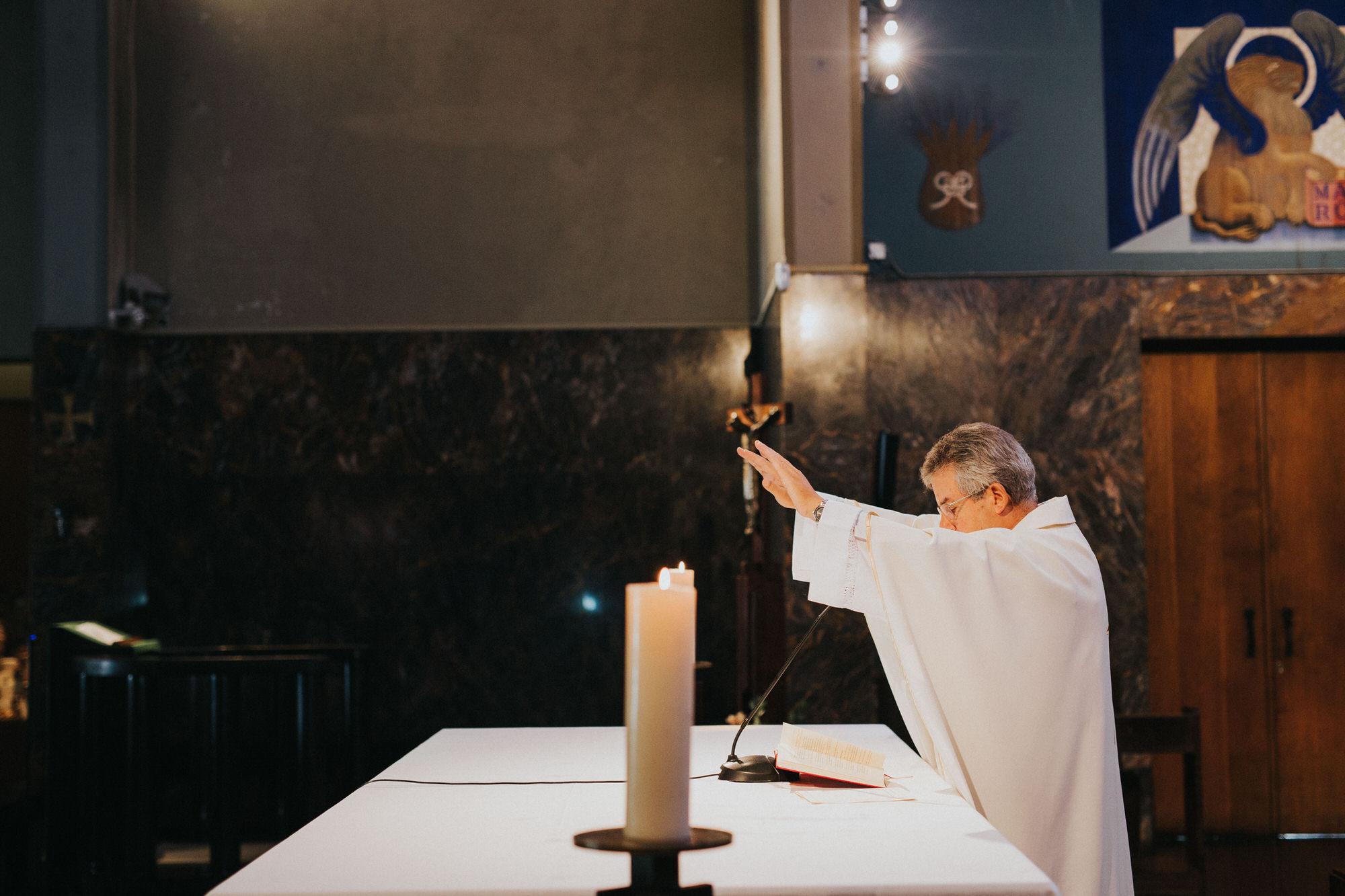 Filipe Santiago Fotografia-fotografo-malveira-lisboa-cascais-mafra-melhores-reportagem-wedding-photography-portugal-lisbon-best-natural-casamentos-lifestyle-bride-ideias-rustic-boho-hair-mackup-damas-preparativos-preparations-bridemaids-dress-shoes-bouquet-trends-church-cerimony-padre-missa