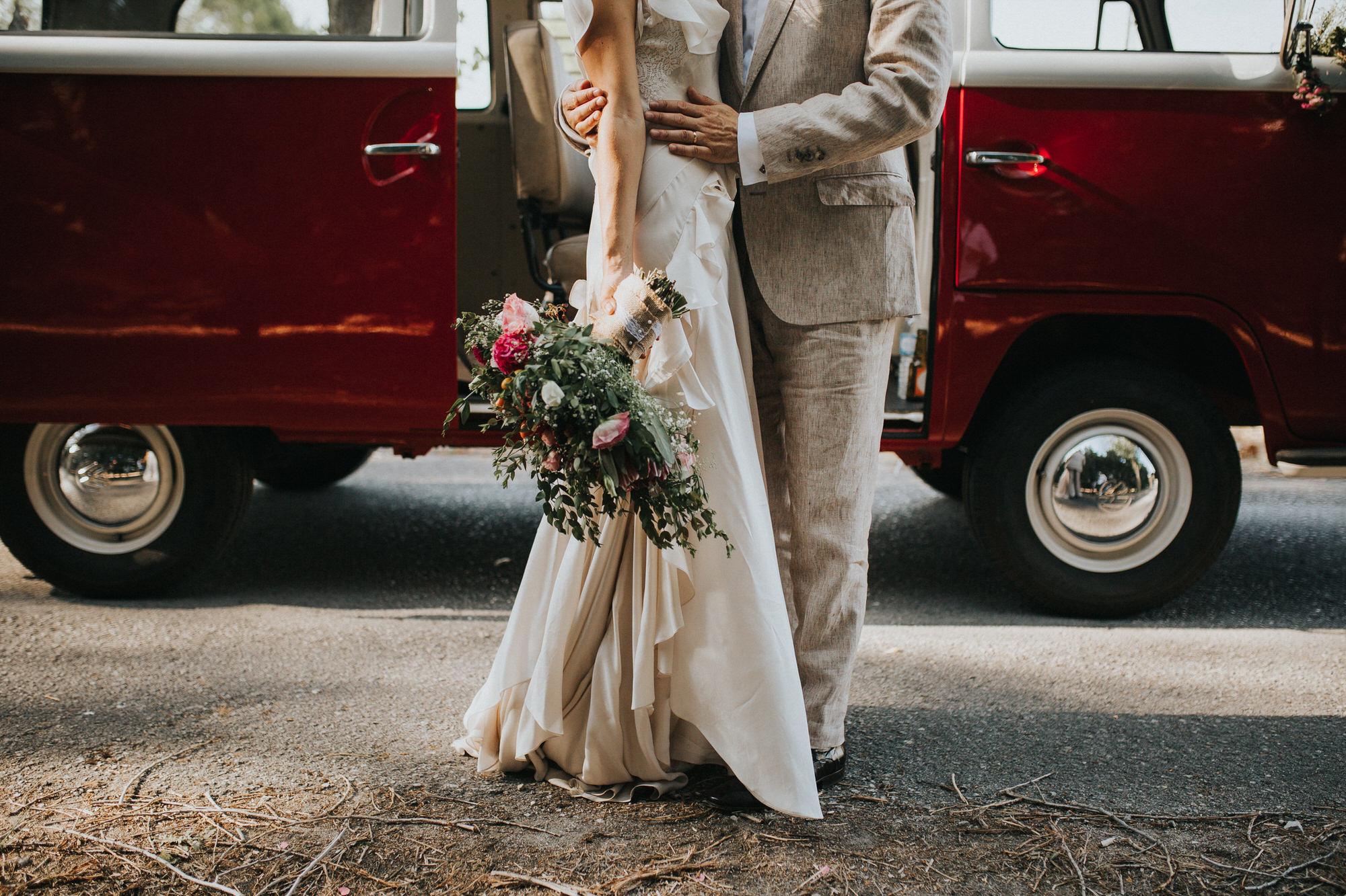 Filipe Santiago Fotografia-fotografo-malveira-lisboa-cascais-mafra-melhores-reportagem-wedding-photography-portugal-lisbon-best-natural-casamentos-lifestyle-bride-ideias-rustic-boho-hair-mackup-damas-preparativos-preparations-bridemaids-dress-shoes-bouquet-trends-church-cerimony-saida-igreja-dicas-vw-van-session-red-colors-2018