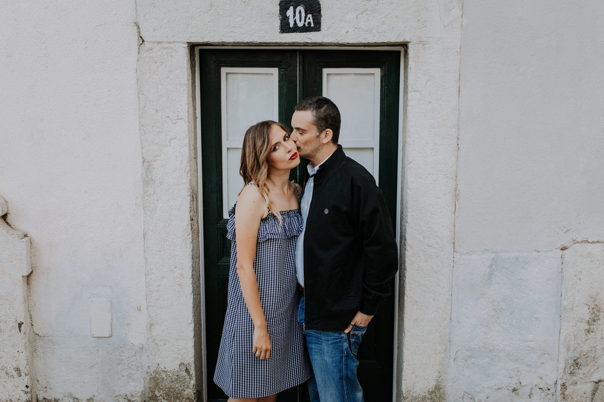 11 -sessao-noivado-engagement-session-alfama-lisboa-town-wedding-photography-photographer-natural-best-venue-planner-destination-filipe-santiago-fotografia