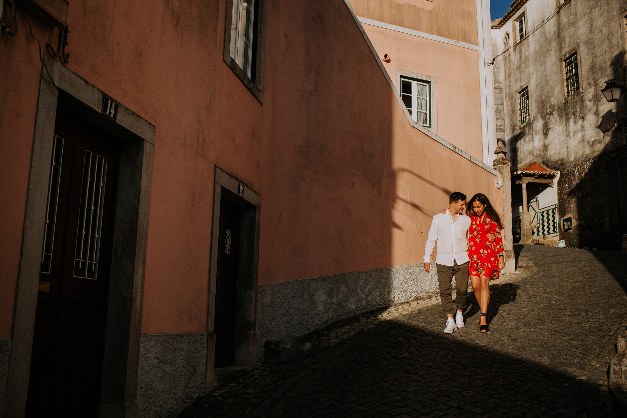 12-sessao-noivado-engagement-love-session-Sintra-lisboa-town-wedding-photography-photographer-natural-best-venue-planner-destination-filipe-santiago-fotografia-lifestyle-documentary