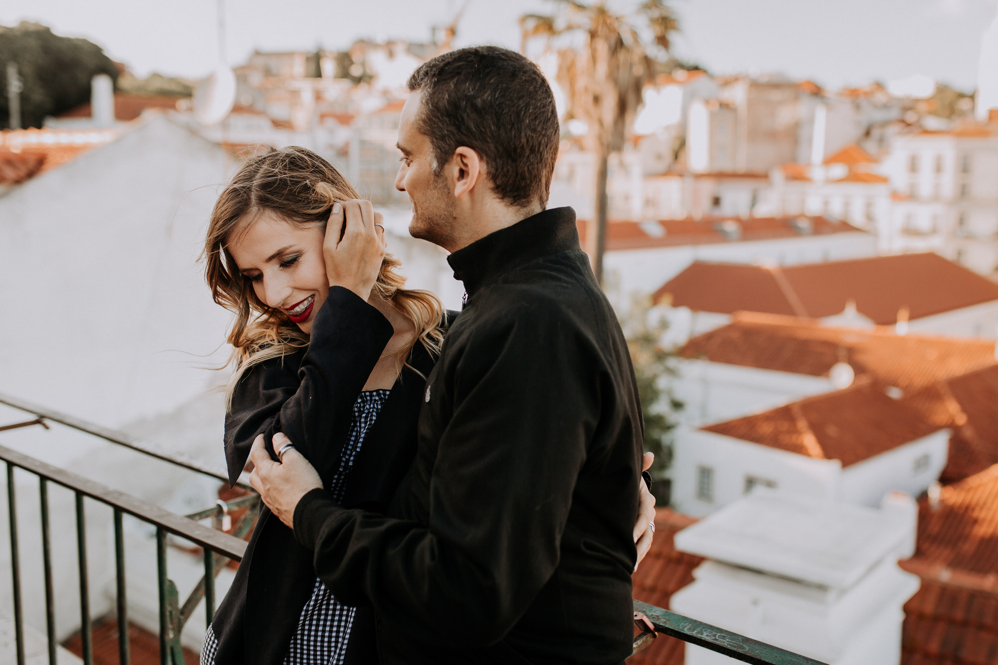16 -sessao-noivado-engagement-session-alfama-lisboa-town-wedding-photography-photographer-natural-best-venue-planner-destination-filipe-santiago-fotografia