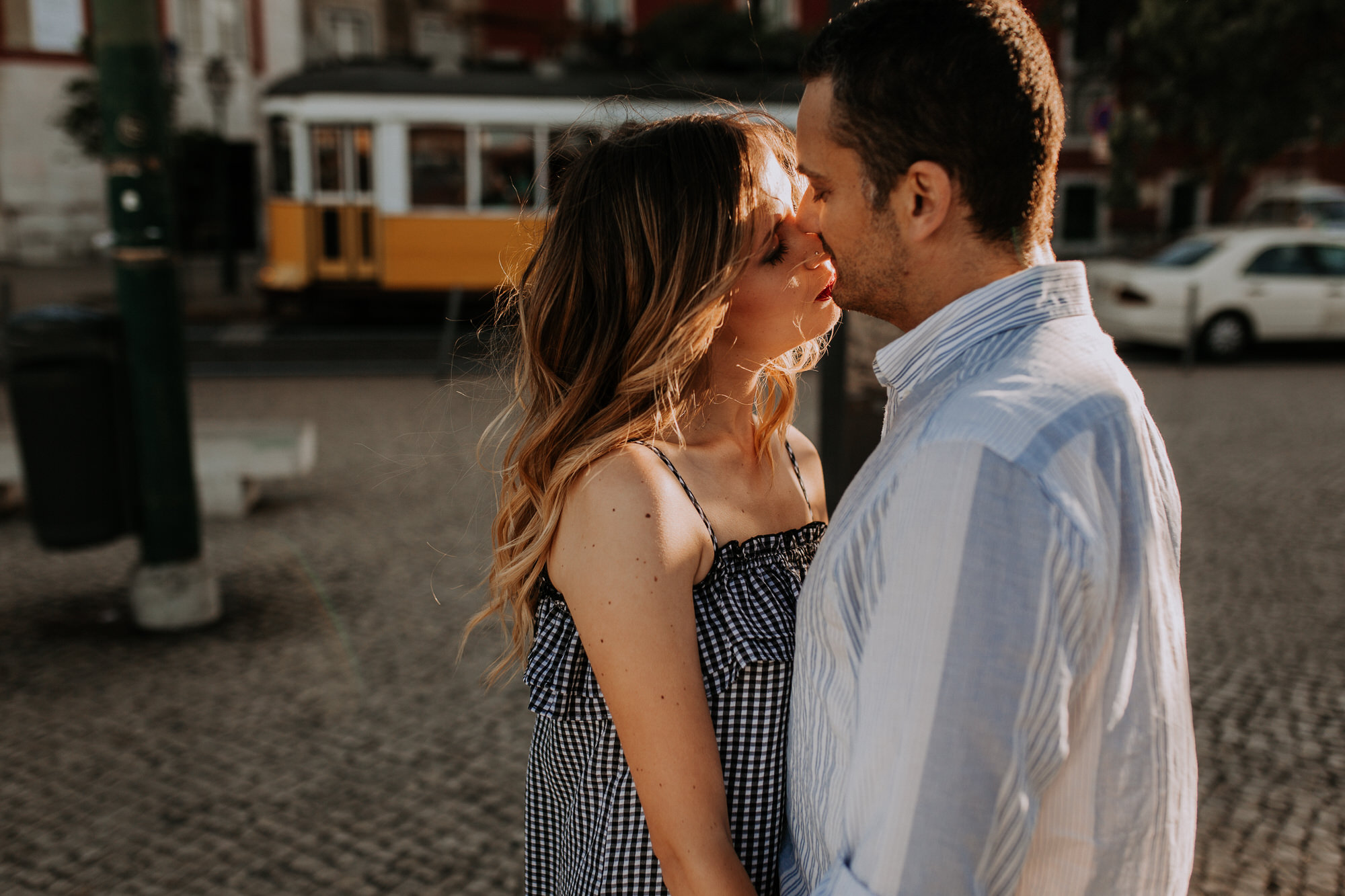 19 -sessao-noivado-engagement-session-alfama-lisboa-town-wedding-photography-photographer-natural-best-venue-planner-destination-filipe-santiago-fotografia