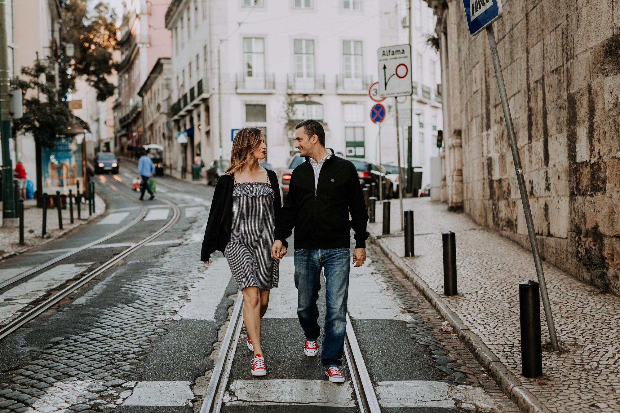 24 -sessao-noivado-engagement-session-alfama-lisboa-town-wedding-photography-photographer-natural-best-venue-planner-destination-filipe-santiago-fotografia