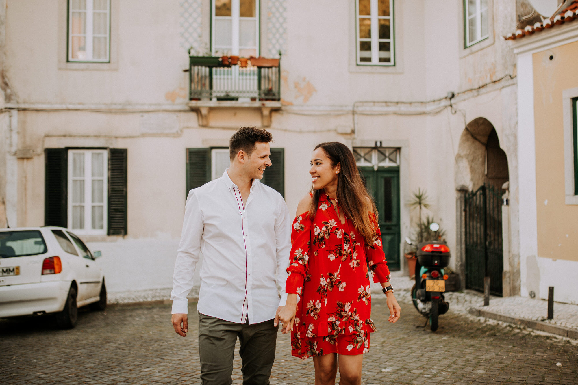 26-sessao-noivado-engagement-love-session-Sintra-lisboa-town-wedding-photography-photographer-natural-best-venue-planner-destination-filipe-santiago-fotografia-lifestyle-documentary