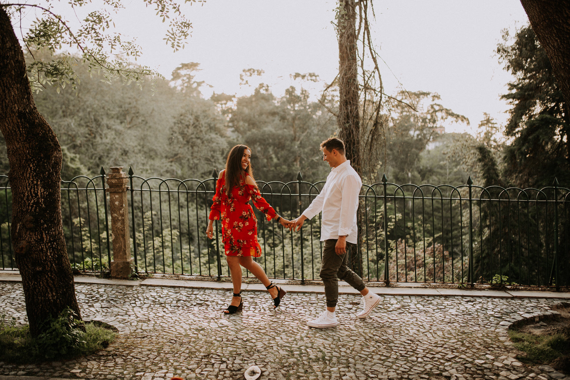 29-sessao-noivado-engagement-love-session-Sintra-lisboa-town-wedding-photography-photographer-natural-best-venue-planner-destination-filipe-santiago-fotografia-lifestyle-documentary