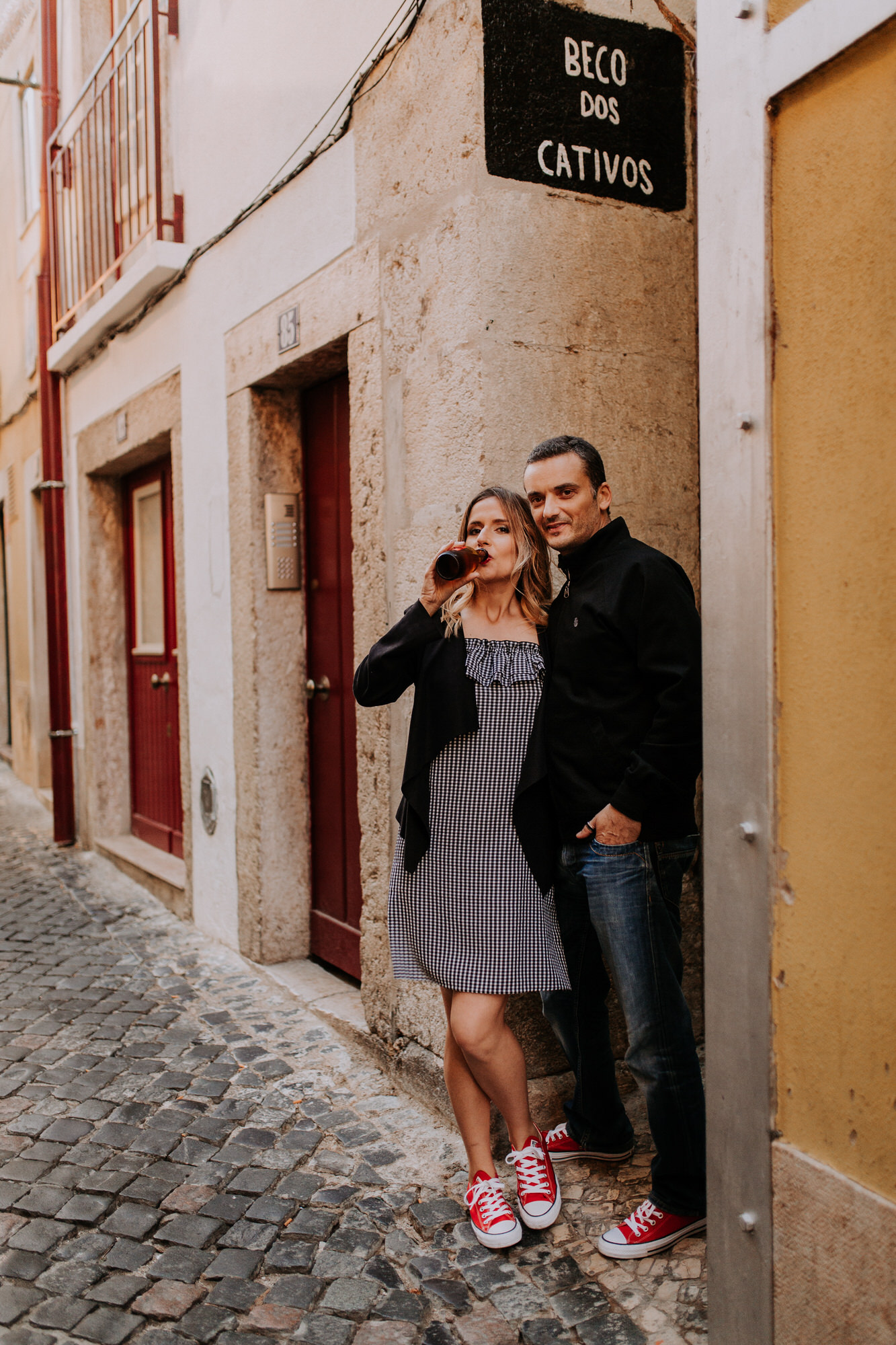31 -sessao-noivado-engagement-session-alfama-lisboa-town-wedding-photography-photographer-natural-best-venue-planner-destination-filipe-santiago-fotografia