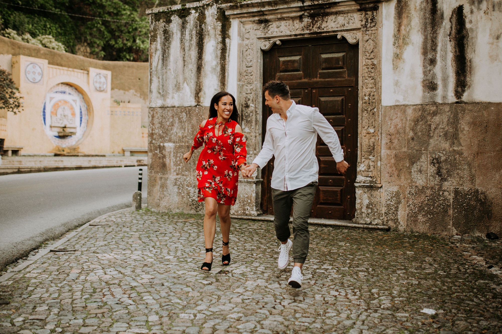 36-sessao-noivado-engagement-love-session-Sintra-lisboa-town-wedding-photography-photographer-natural-best-venue-planner-destination-filipe-santiago-fotografia-lifestyle-documentary