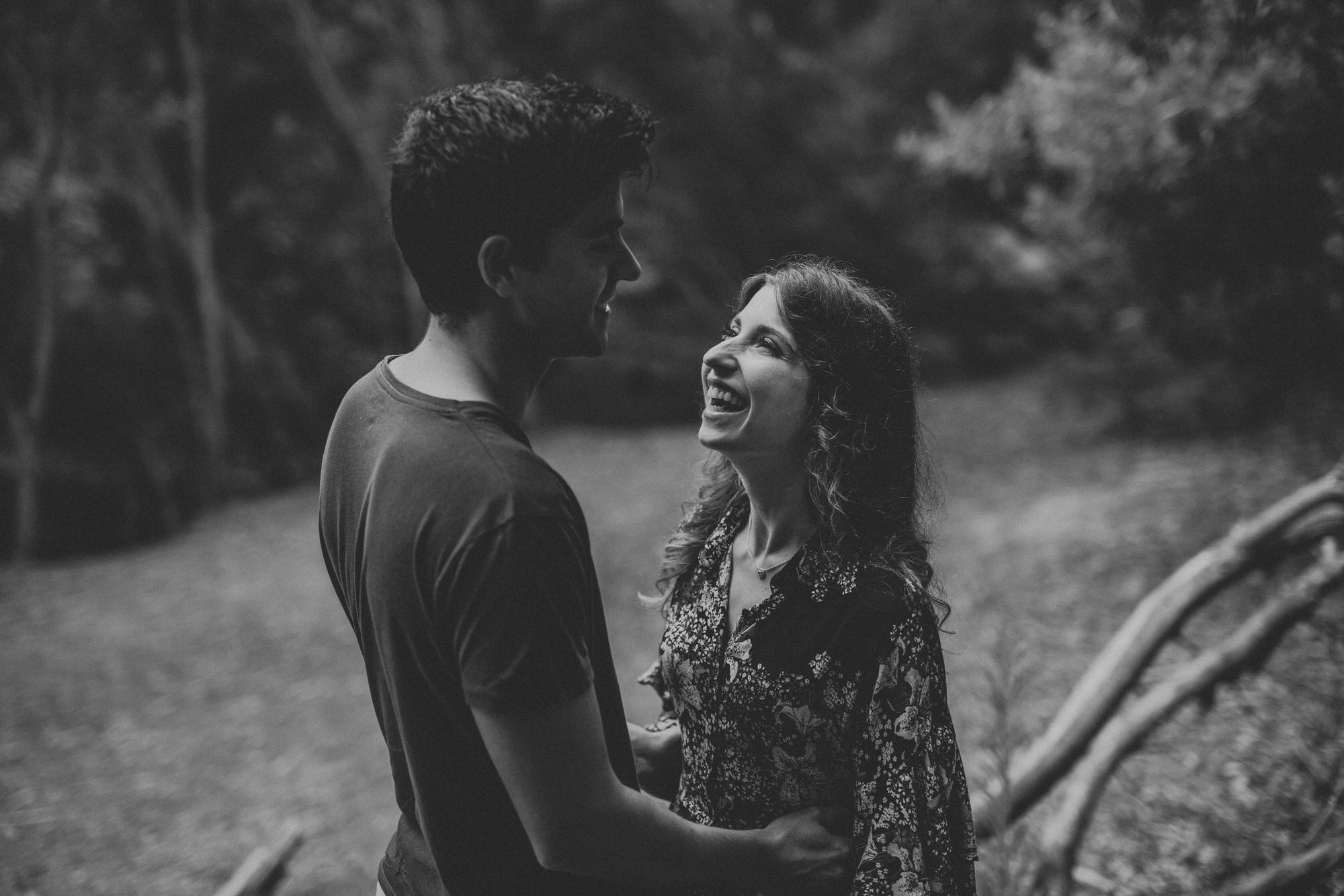 1 filipe_santiago_fotografia_sessão de casamento_love session_engagement_sintra_Santuario da Peninha_nevoeiro_fotografo_Lisboa_Weddin Photographer_Portugal_best_natural_near_couple-big smile-sorriso-noiva