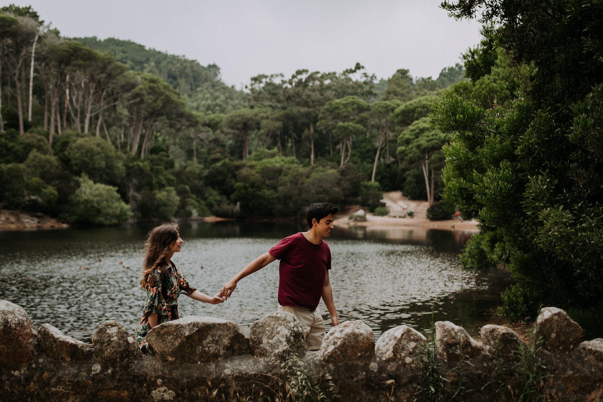 12 filipe_santiago_fotografia_sessão de casamento_love session_engagement_sintra_Santuario da Peninha_nevoeiro_fotografo_Lisboa_Weddin Photographer_Portugal_best_natural_near_couple_lagoa azul-