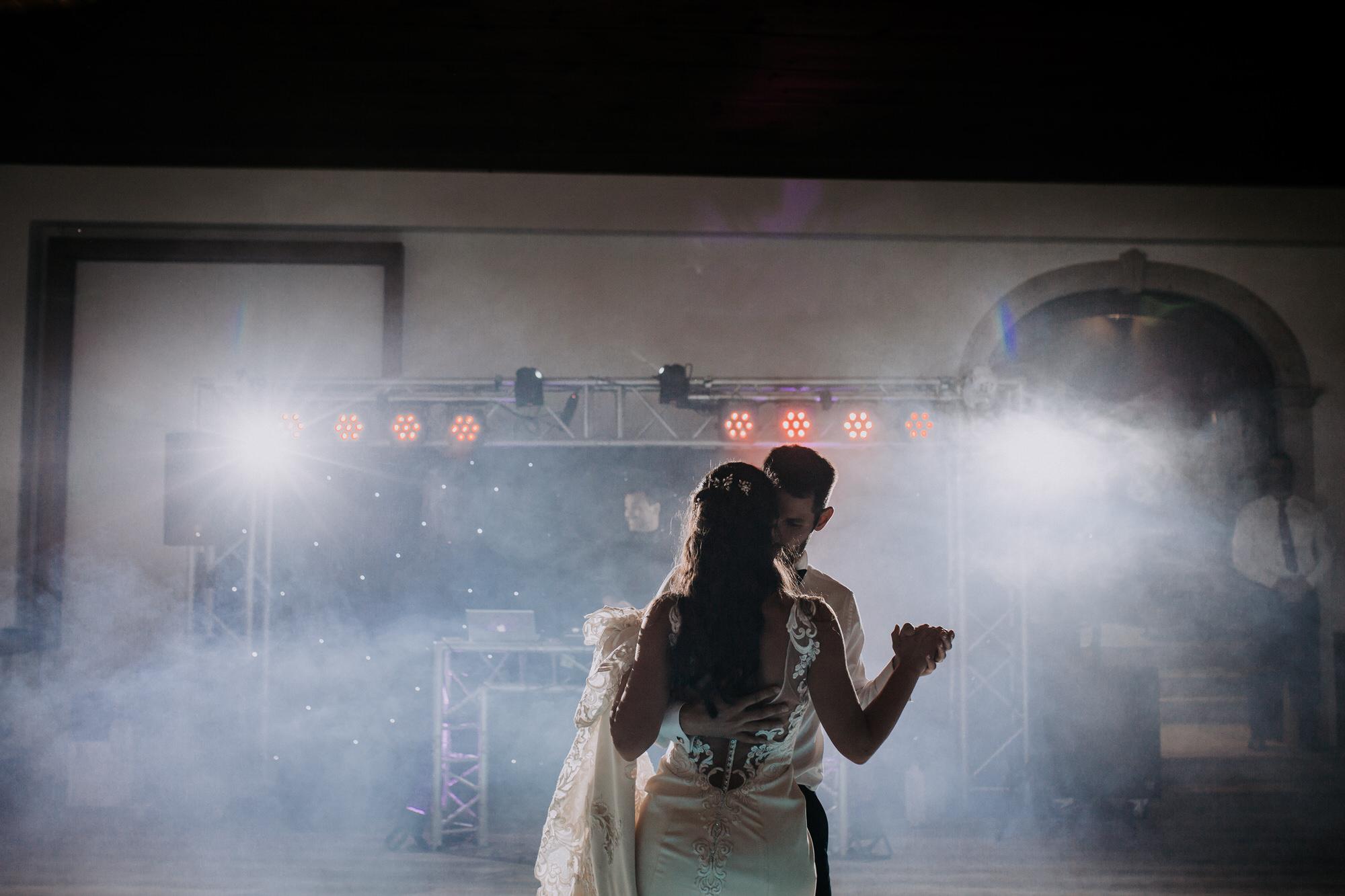67 filipe_santiago_fotografia_casamento_decoracao_rustico_alenquer_inspiracao_quinta-da-bichinha_sao_goncalo_melhores_quintas_lisboa_distrito_fotografos_fotografia_natural_tendencias_flores_dance-dança dos noivos_dicas