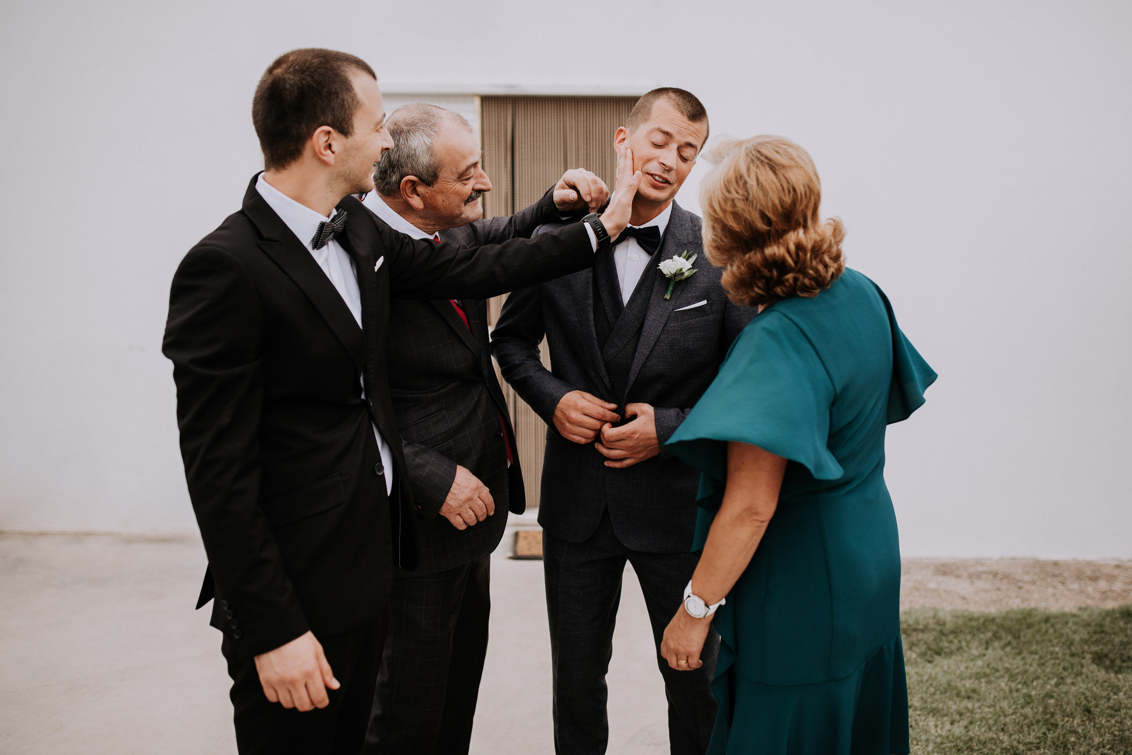 004 Filipe Santiago Fotografia Casamento wedding photographer near venue Lisbon Malveira Ericeira best Sintra Portugal destination groom family